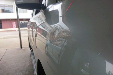 トヨタ ランドクルーザー フロントフェンダーのヘコミ修理